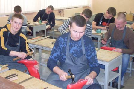 взуттьовикЛьвівське вище професійне училище побутового обслуговування