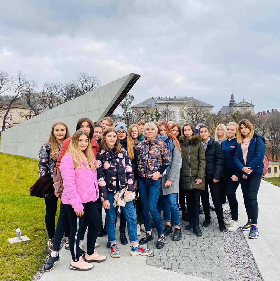 Учні І курсу ЛВПУПО відвідали Меморіал Небесної сотні